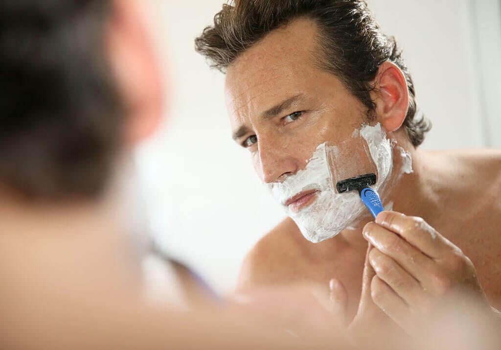髭剃りで肌荒れする原因と予防方法!ニキビやカミソリ負けを防いで綺麗な肌を手に入れよう
