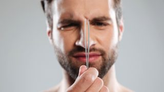 髭を抜くのが癖になったら要注意!ヒゲ抜きに隠れている重大なリスクと改善方法