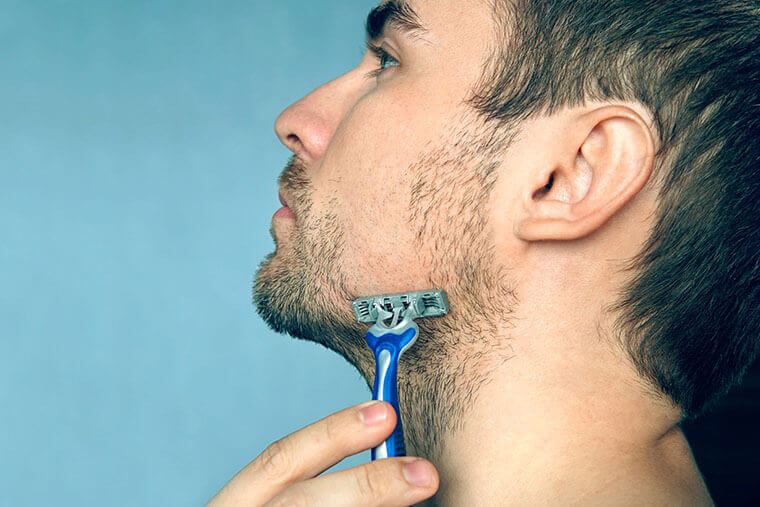 青髭対策3.正しい髭剃りで深剃りをする