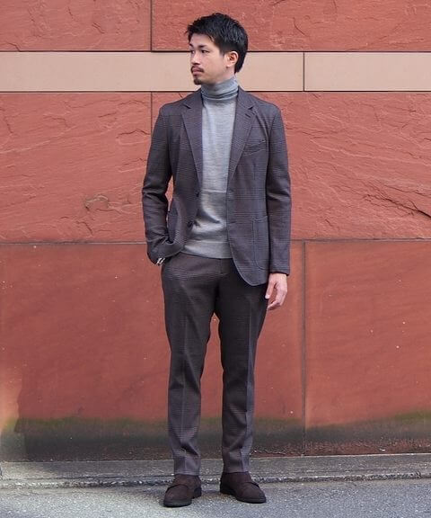 タートルネック×スーツ