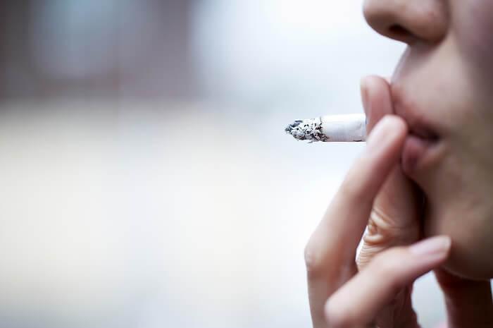 タバコのヤニを除去する