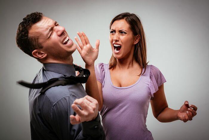 ⑩暴力を振ってくる女性