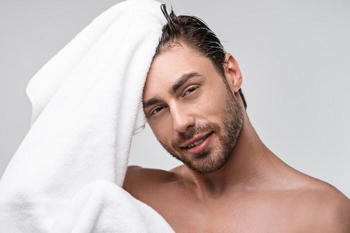 ①髪を濡らしてタオルドライ