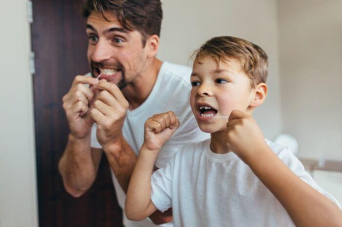 歯間ブラシを使用する