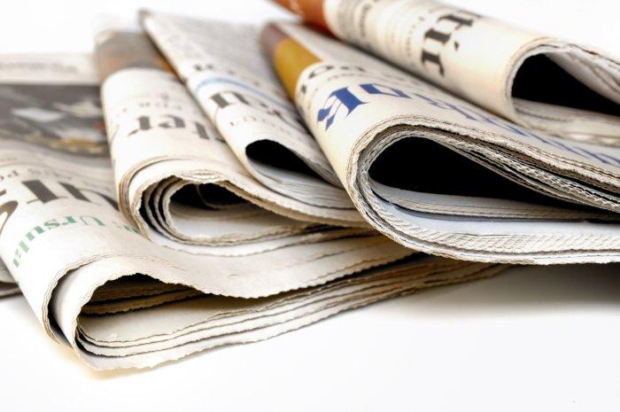 ⑤新聞紙など床に敷く紙