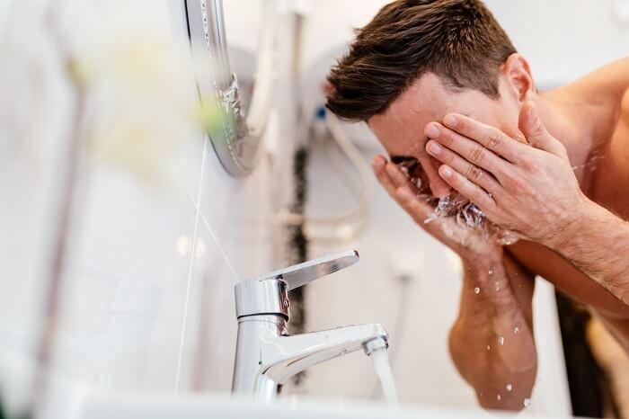 Step1.洗顔で汚れを落とす