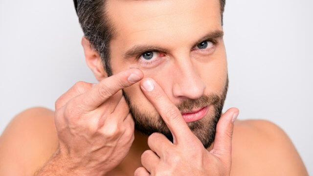 男でも目を大きくしてモテたい!でも、男のカラコンは正直きもい?女性の意見を聞いてみました