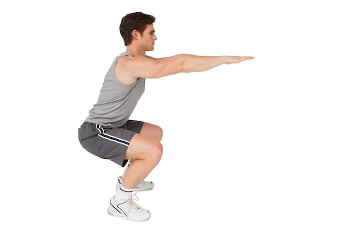 お尻の筋肉を突き出すような感じで、動作を行う