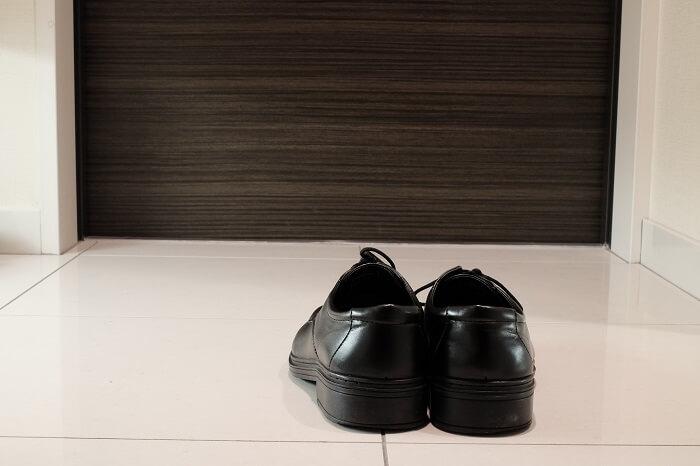 些細な事からズボラはバレる。脱いだ靴は並べよう