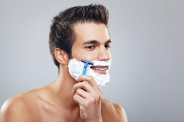 髭はしっかり剃ろう