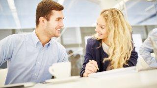 女性が好きな男性にとる態度@職場編。脈ありサインに気づいてアプローチしよう