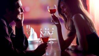 バーで出会いを見つけよう!出会うコツと女性に話すキラーフレーズを解説