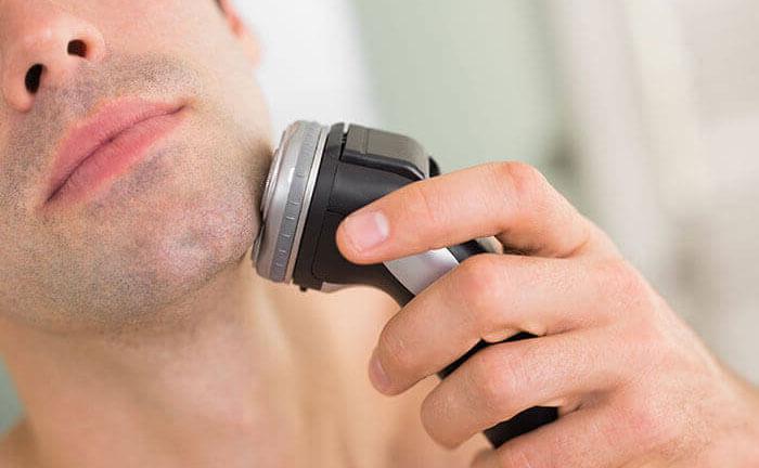 肌に強く押し付けない・逆剃りを必要以上にしない