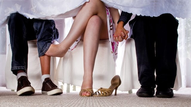 浮気・二股の違いは愛情の差!彼女の行動に悩まされる男性の悩みを徹底解説