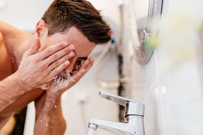 プレシェーブローションは洗い流した方がいい?