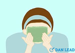洗顔ステップ6.洗顔後は清潔なタオルで水分を拭く