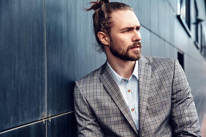無精髭が似合う男性