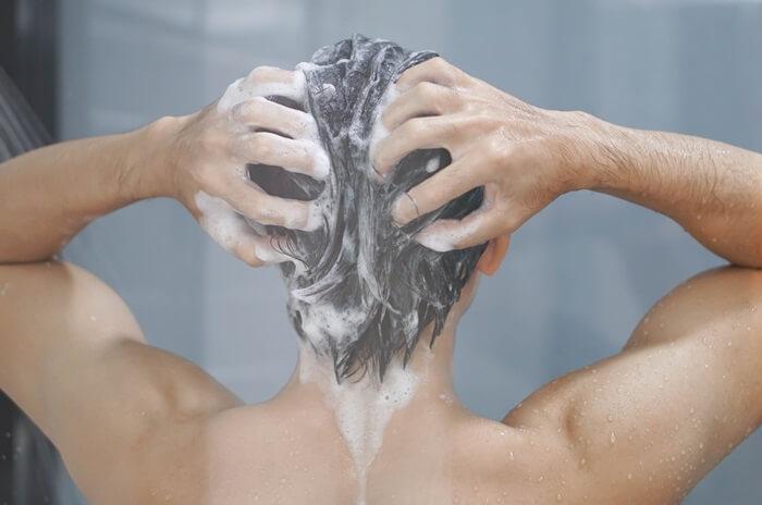 ①清潔な頭皮に使用する