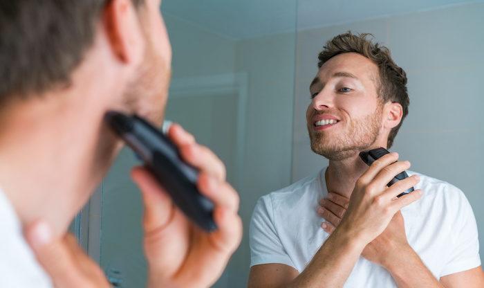 毛の流れに逆らって「逆剃り」をする
